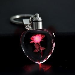 Fleur rose en coeur cristal - LED - porte-clés