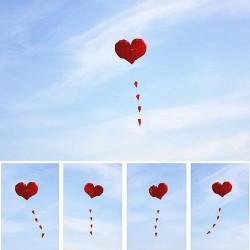 Cometa de nailon en forma de corazón