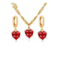 Collier et boucles d'oreilles dorés sertis de coeur rouge