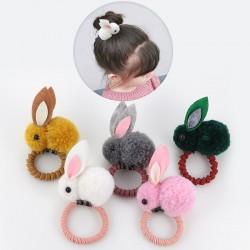 Elastisches haarband mit einem kaninchen