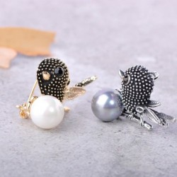 Cute bird shaped - crystal brooch - with pearl decoration