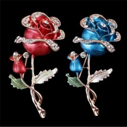 Luxurious brooch with double crystal rose