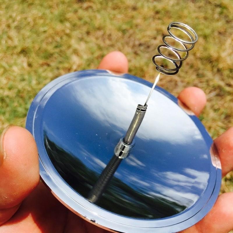 Campingowy rozrusznik ognia - solarowa zapalniczka