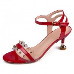 Sandales classiques à rivets