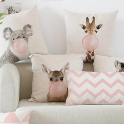 Różowe drukowane poszewki na poduszkę