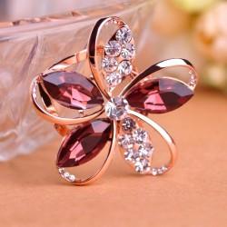 Kristallblumenbrosche