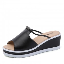 Wygodne skórzane wsuwane sandały na koturnie