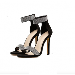 Sandales avec crystaux élègants de talon haut