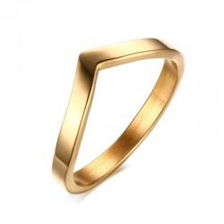 Elegancki złoty pierścionek w kształcie litery V