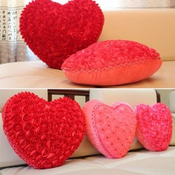 Cuscino a forma di cuore con rose