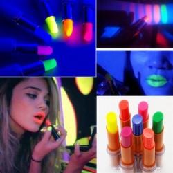 Fluorescencyjna pomadka - świecąca w ciemności