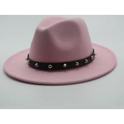 Elegancki kapelusz z rondem i ćwiekami