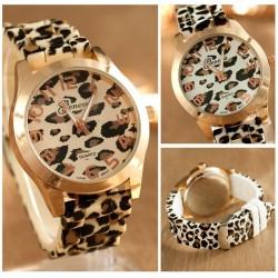 Reloj moderno de acero inoxidable con estampado de leopardo - banda de silicona