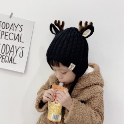 Wintermuts met kleine rendierhoorns en oren - gebreide muts voor kinderen
